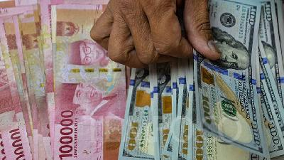 Rupiah Climbs to 13,896 per Dollar