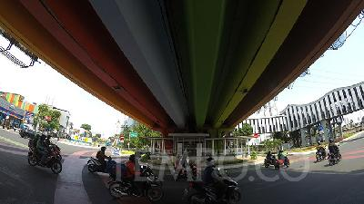 Indahnya Warna-warni Kolong Fly Over Senen