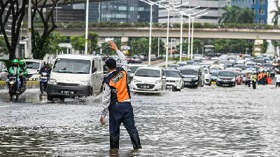 Authority Says Flood Waters Still Inundate 6 Road Sections in South Jakarta