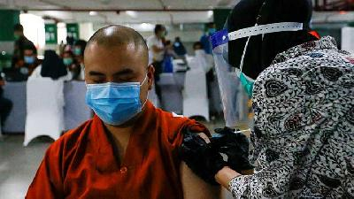 Indonesia Begins Mass Vaccination for Clergy