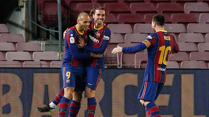 Barcelona's Martin Braithwaite celebrates scoring their third goal with Antoine Griezmann and Lionel Messi during the match Copa del Rey Semi Final Second Leg between Barcelona vs Sevilla at Camp Nou, Barcelona, March 3, 2021. REUTERS/Albert Gea