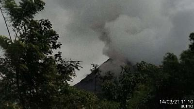 Mount Merapi Emits Incandescent Lava 3 Times as Far as 900 Meters