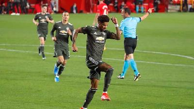 Rashford and Fernandes Give Manchester United One Foot in Europa Semis