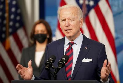 Pharma Stocks Tumble over Biden's Support for Patent Waiver