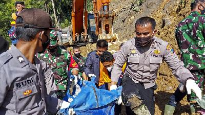 Basarnas Intensifies Efforts to Evacuate Landslide Victims in Tapanuli