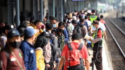 Trip Cancelled, Passenger on Pasar Senen Station Restricted from Homecoming