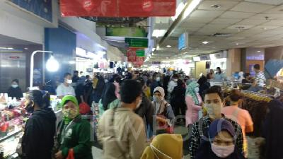 Triawan Munaf Concerns on Crowds at Shopping Centers, Hoping for No 'Covidiots'