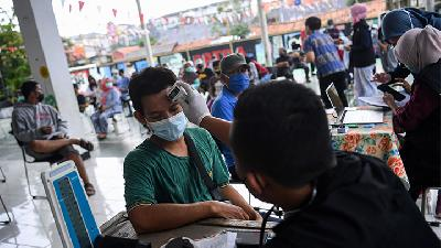 Jakarta Covid-19 Cases Rise, Positivity Rate Drops