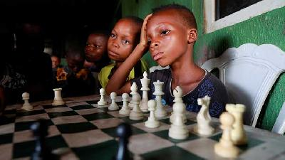 Children Learn Chess To Seek Escape from Nigeria's Slums