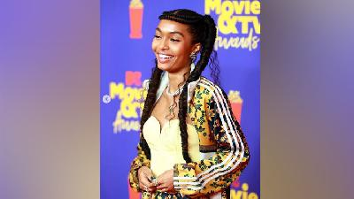 Yara Shahidi Bangga Pakai Tracksuit Rancangannya di MTV Movie and TV Awards